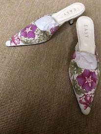 Kitten heel pattern material shoes