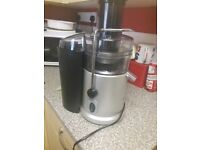 Swan Juicer in excellent working condition. Hardly used Top of the range. Silver