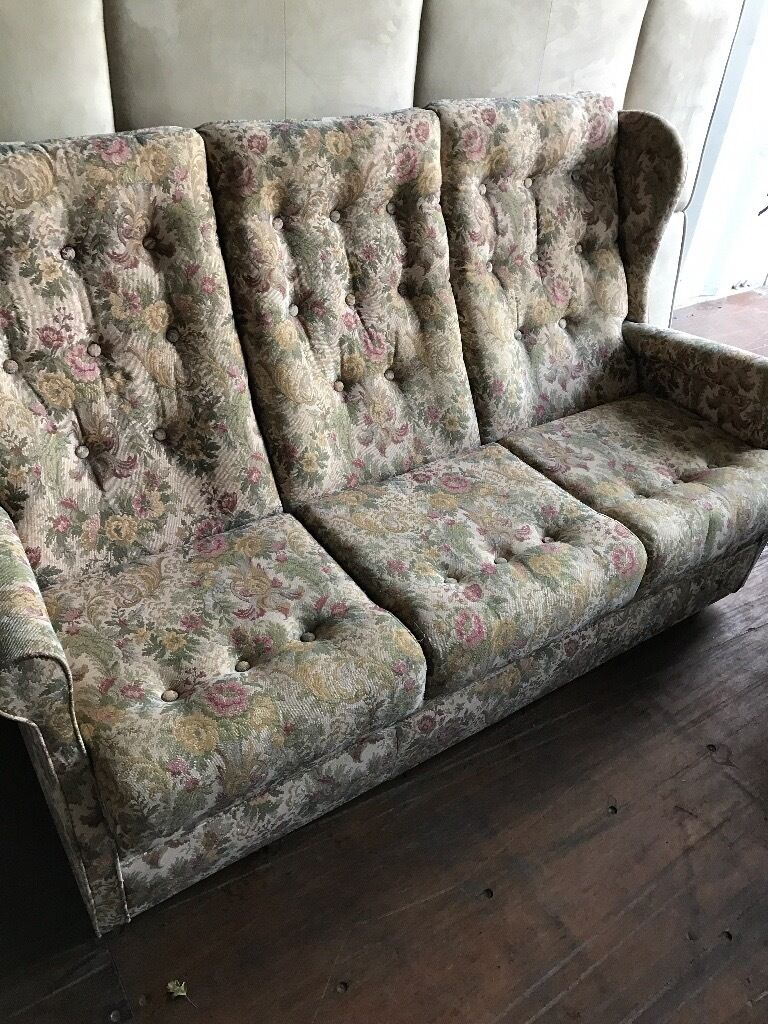 Queen Anne Style Living Room Furniture Lovely Queen Anne Highback Style Floral Sofa Excellent Condition
