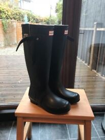 Ladies original Hunter boots . Navy size 3 . In excellent condition as hardly worn