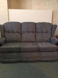 3 str settee in navy great condition