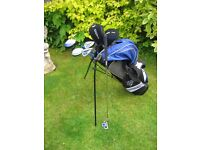 DUNLOP DDH JUNIOR 12 GOLF CLUBS IN BAG WITH STAND