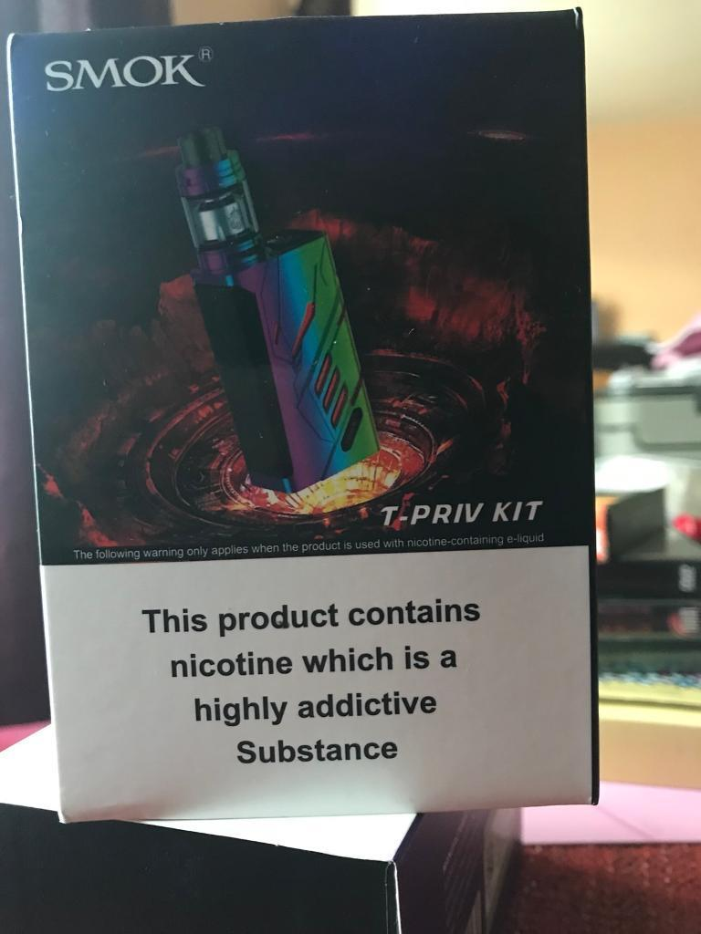 Smok T-Priv ecig sub ohm tfv8 rainbow | in Chesterfield