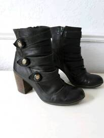 Clarks leather ankle boots size 5D
