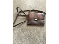 SMALL LEATHER HANDBAG - EXCELLENT CONDITION