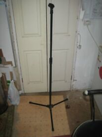Professional Microphone Stand - Lightweight, Fully Adjustable