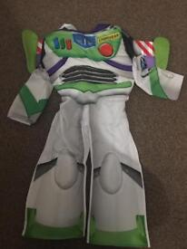 Buzz lighting outfit