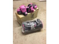 Everlast Ladies boxing punch bag & gloves