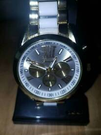 Men's watch gold and white comes in box 🎄perfect for Christmas present 🎄