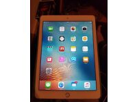 Ipad air 2 WiFi and cellular 4g. 32gb in gold