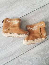 Girl boots