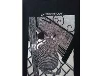 Stuart Katt t-shirt 'cat wants out, cat wants in' XL
