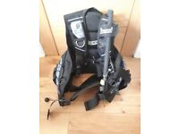 Scuba bcd jacket cressi small excellent condition . Hardly used.