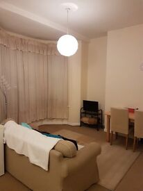 1 Bedroom Flat for Rent - 3 mins walk to Oxford Road/Shops/Bars, private parking included!