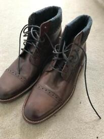 Brand new men's boots size 9.5 UK