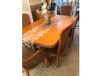 Wooden Dining Room Table & 6 Chairs