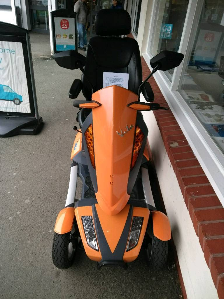 Stunning tga vita road scooter