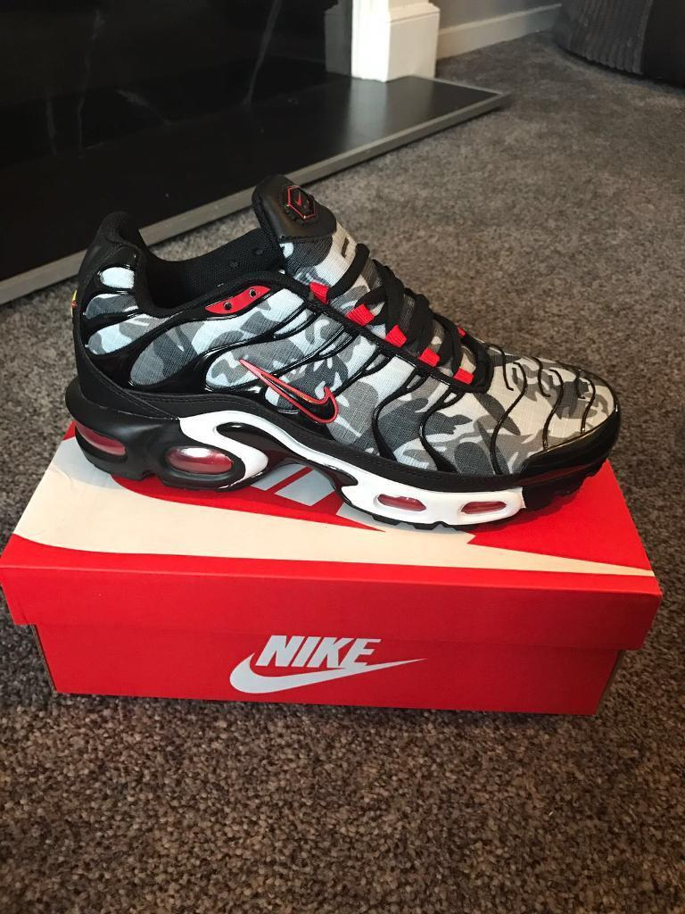 a7ee84bf06ff Black and red Nike TNS. Kids size 5Y  Women s size 7. (Fits - Depop