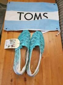 TOMS shoes (woman)