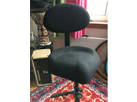 K&M Model 14046 Keyboardist/Guitarist Stool With Backrest