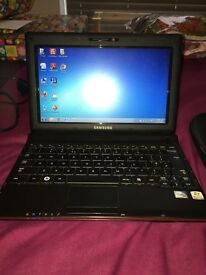 "Samsung NP-N150 Laptop/Netbook, 10.1"", Charger + Case, Excellent Condition, Windows 7, Office £80"