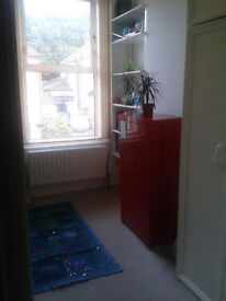 Single room in vegetarian family house - bills all included!