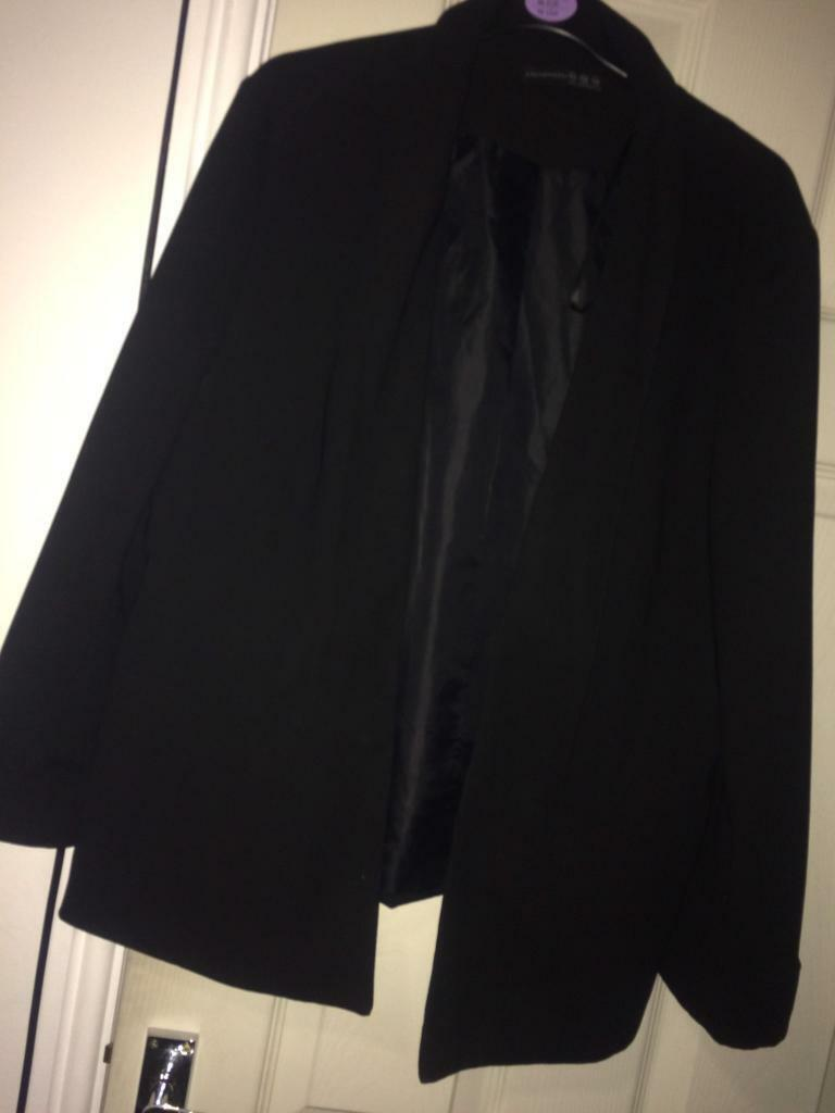Black womens blazer size 20in Leicester, LeicestershireGumtree - Hardly worn, really good condition. Need to get rid ASAP. Open to offers. Thanks