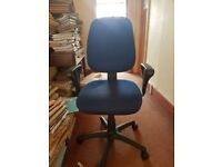 Blue task chair with arms #018