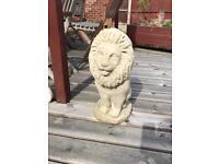 2 Concrete Lions