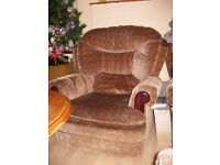 Super comfy and soft 1 seat sofa. Clean and free from smoke and pets.