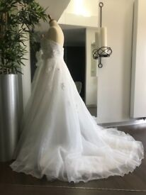 Amanda Wyatt Wedding Dress 10/12