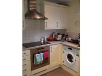Sunny double room to rent in Morden