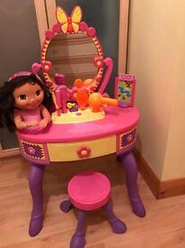 Dora vanity table with styling head