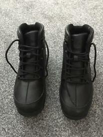 Junior timberland boots size 4