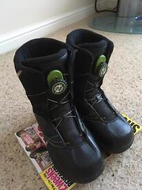 Children's Kids Snowboard Boots Size 5 Atomic