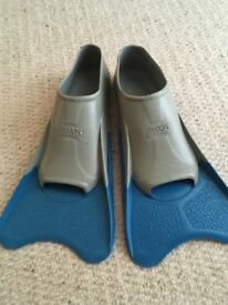 Zoggs Flippers size 2-3