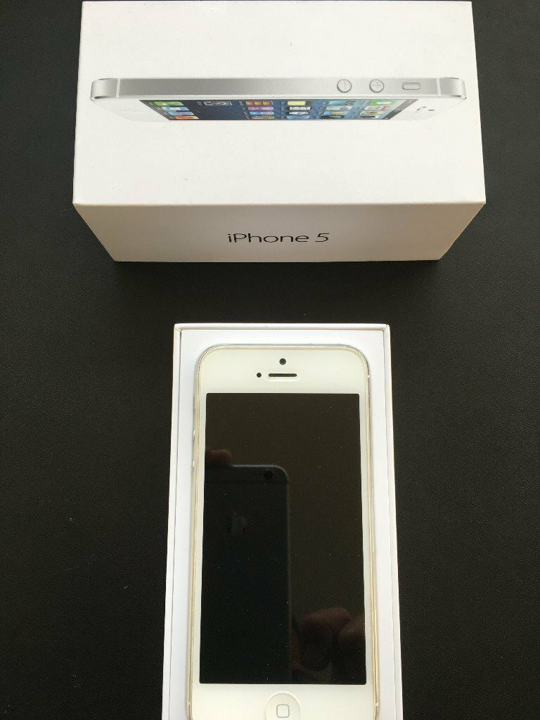 Iphone 5 16 GB Unlocked in white , as new , complete with box , USB , plug and ear phones