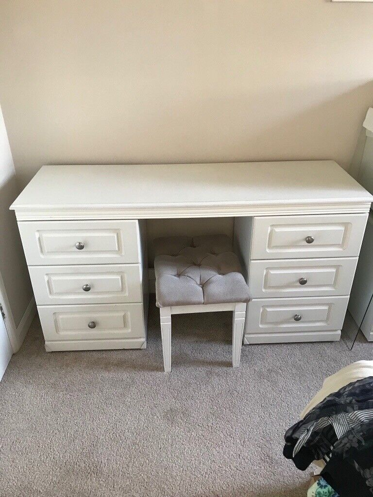 DRESSING TABLE WITH STOOL AND 2 MATCHING BEDSIDE TABLES