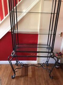 Glass units in excellent condition