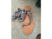 Flat sandles