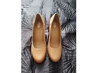 Ladies tan leather court shoes - Clarks Artizan - new with labels - 6.5