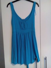 Long blue top with tie belt, fit 10/12.