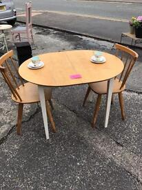 Small kitchen table 2x chairs