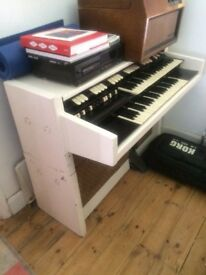 Hammond organ .for parts or restoration .free to collector .