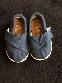 Boys Toms shoes size 2 toddler