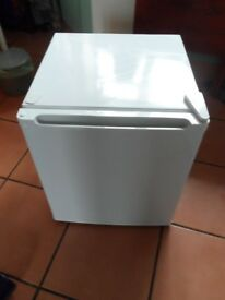 Tabletop fridge with freezer compartment (with manual)