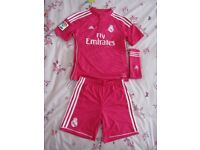 Adidas original RM football kit in age 3-4 years only worn once, excellent condition