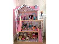 Dolls house with dolls, furniture's and accessories