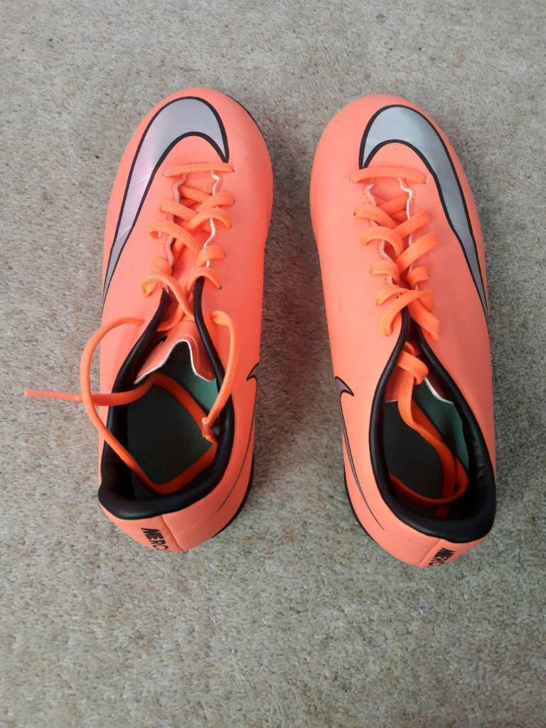 Nike astro turf football boots size UK 4.