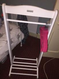 Dressing up clothes rail